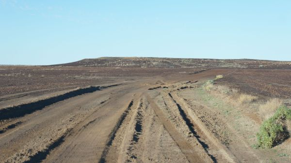 Road into Halligan Bay - Kati Thandi-Lake Eyre