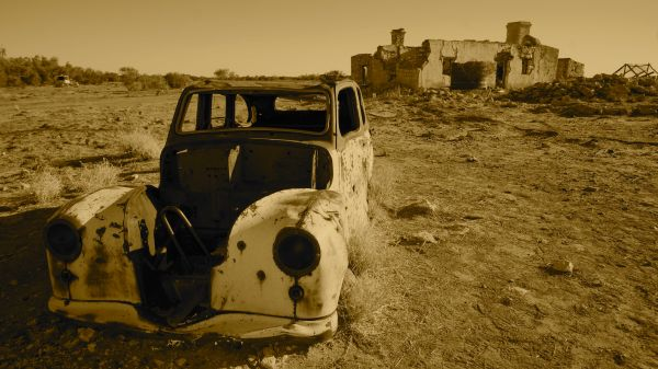 Sepia vehicle and ruins