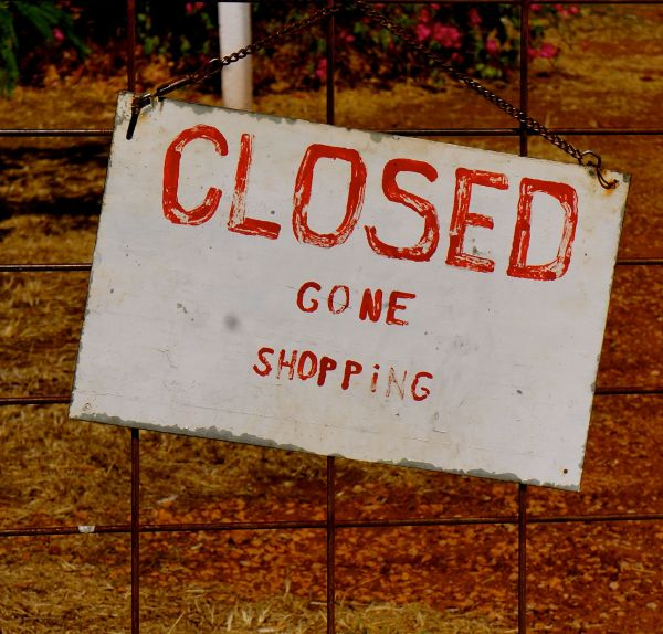 Closed sign - Fran's Teahouse