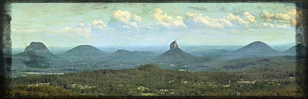 Glasshouse Mountains panorama - Gritty