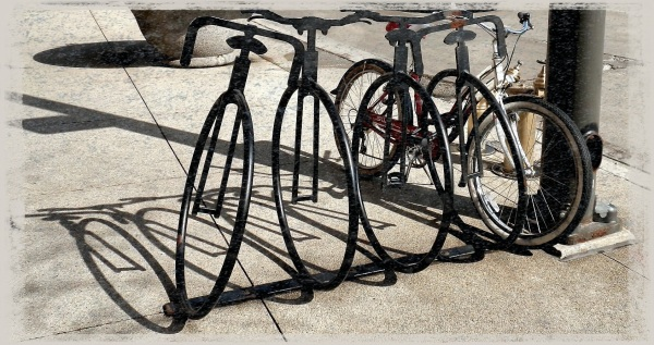 public art - Chicago - bike rack - Worn 03