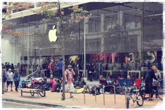 Apple Store queue - iPhone 6 - 18 Sept 2014