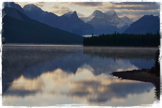 Lake Maligne panorama - Sun 5 Oct 2014