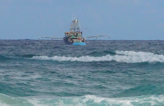 trawler off Main Beach - 21 Jan 15
