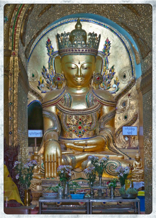 Alodaw Pauk Pagoda - jewel encrusted Buddha