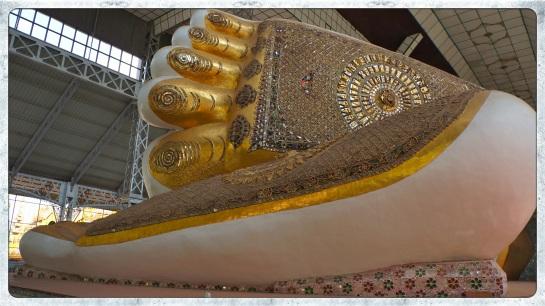 Bago - Shwe Tah Lyaung - feet of reclining Buddha image