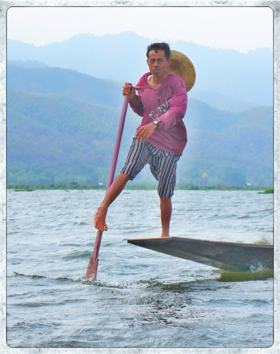 Fisherman and oar - Inle Lake