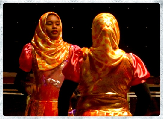 Maldivian dancers 2
