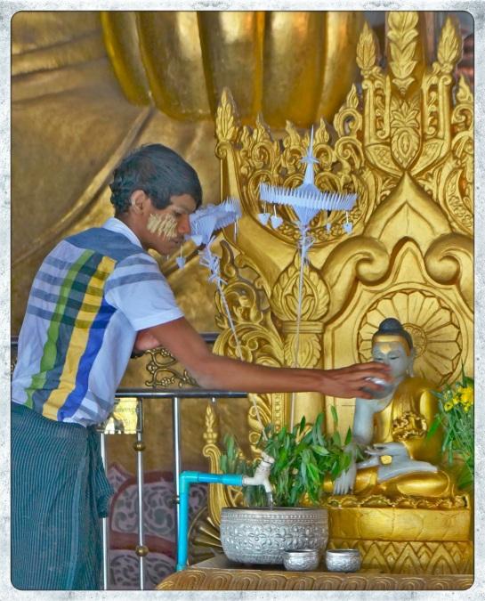 Ngahtatgyi Paya - pouring water over Buddha