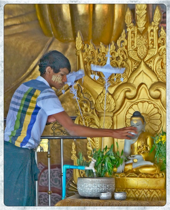 Ngahtatgyi Paya - pouring water over Buddha