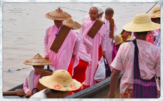 Nuns arriving at Phaung Daw Oo Pagoda