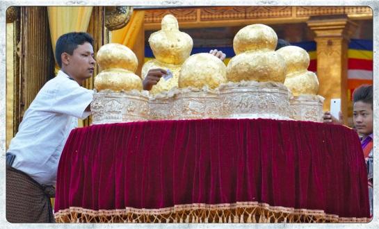 Phaung Daw Oo Pagoda - 5 Buddhas