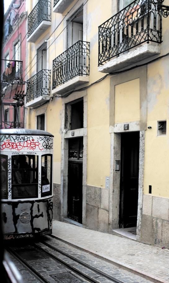 Lisbon - street photos 12
