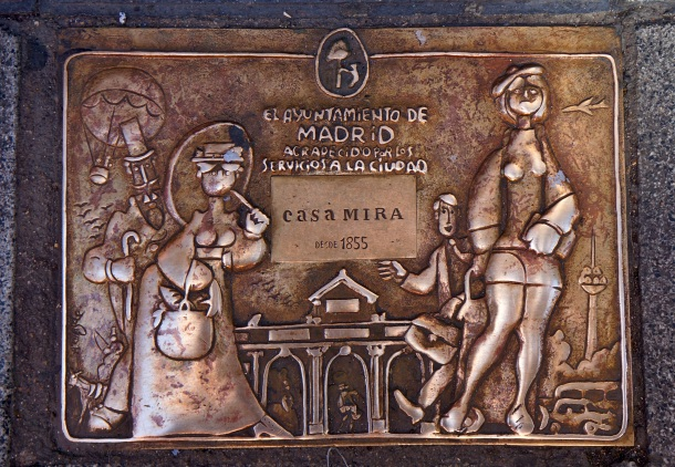 Pavement tiles of Casa Mira