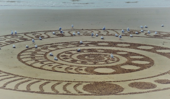 Sand art by Craig Cascoigne - Byron Bay - 18 June 2016