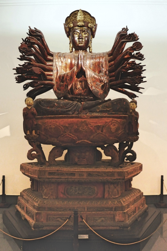 bodhissatva-avalokiteshvara-xvith-century-lacquered-wood