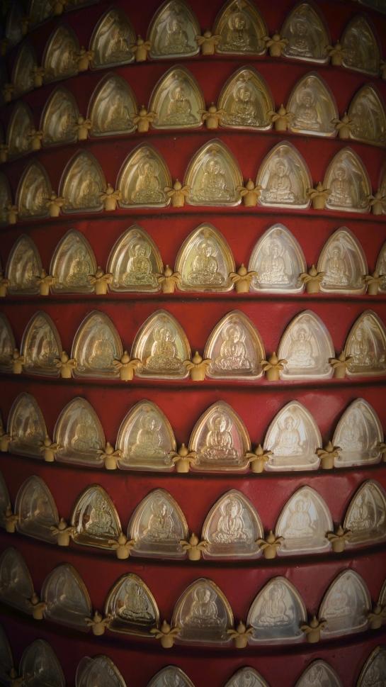 buddhas-on-round-pedastal-chua-phap-boa-pagoda-hoi-an-14-oct-2016