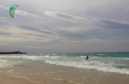 kitesurfer-stradbroke-island